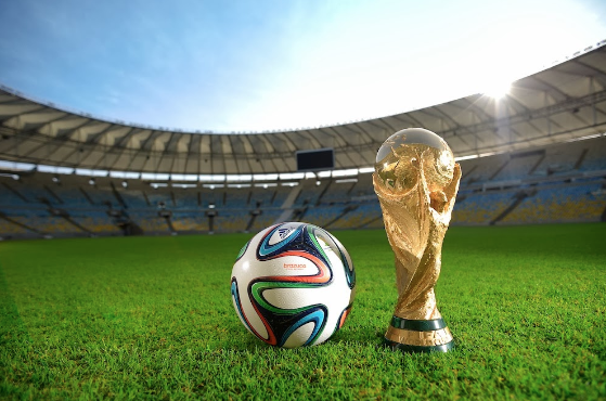 Official-2014-FIFA-World-Cup-match-ball-and-Trophy